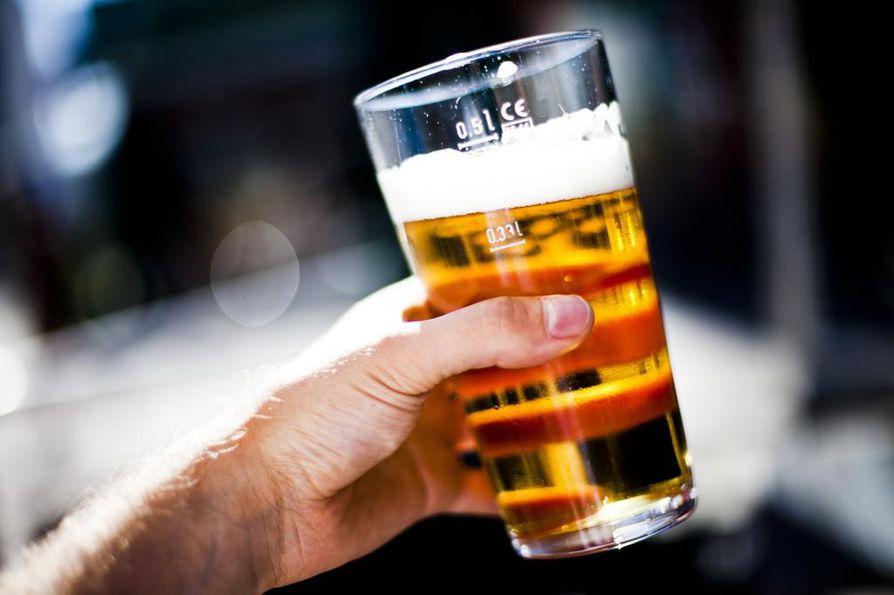 Oululaispubin yrittäjät myös tarjosivat omien sanojensa mukaan avokätisesti juomia. Arkistokuva.