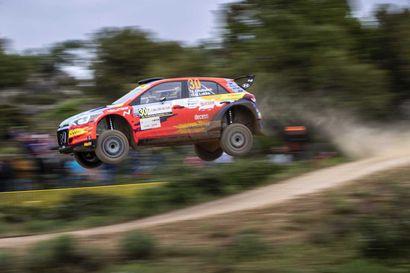 Jari Huttunen ajoi WRC2-luokan voittoon ja viidenneksi Sardinian MM-rallissa