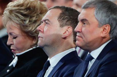 Putin vaihtaa Venäjän hallitusta – pitkäaikainen pääministeri Medvedev nimitetään turvallisuusneuvoston varajohtajaksi