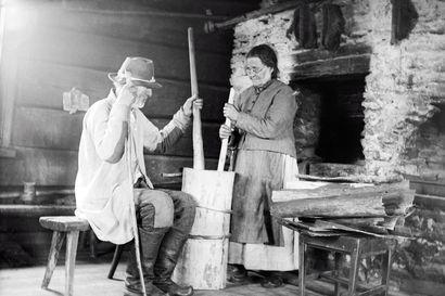 Miten veri seisautettiin ja ampiaista estettiin pistämästä? – Samuli Paulaharju keräsi kansanperinnettä vuonna 1917 Koillismaalle suuntautuneella matkallaan