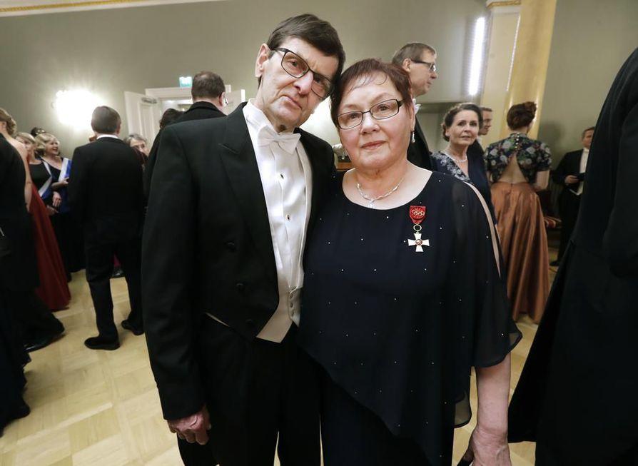 Pyhäjärvinen Helena Takalo juhli Linnassa miehensä Teuvon kanssa.