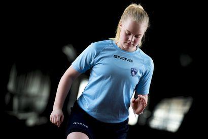 Naisten futsal-liigaa lauantaina Raahessa - Iivosen Lotta pääsee pelaamaan kotihalliinsa