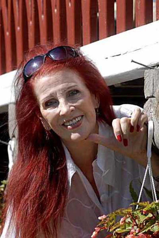 Suomalaisten ikinuori liikuttaja Aira Samulin naureskelee, että mitä vanhemmaksi hän tulee, sitä enemmän ihmiset  haluavat häntä nähdä.