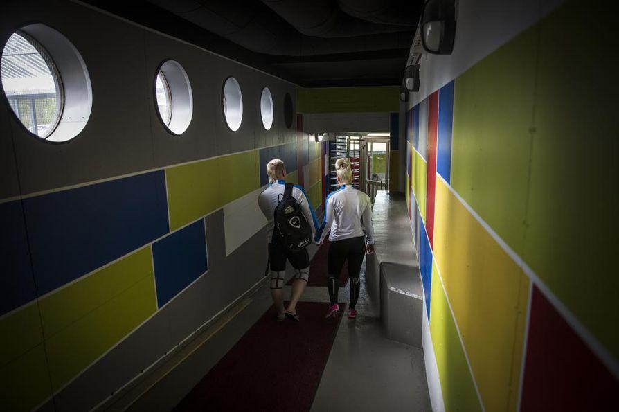 Virossa asuva kihlapari osallistui heinäkuun alussa painonnoston olympialeirille Rovaniemellä. Muutamaa viikkoa myöhemmin välit Suomen painonnostoliittoon tulehtuivat.