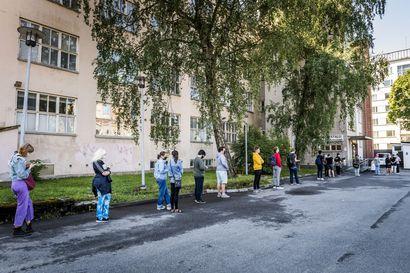 Suomessa harkitaan rokotustekstiviestiä koronasta koko kansalle – STM valmistelee, ei vielä päätöstä