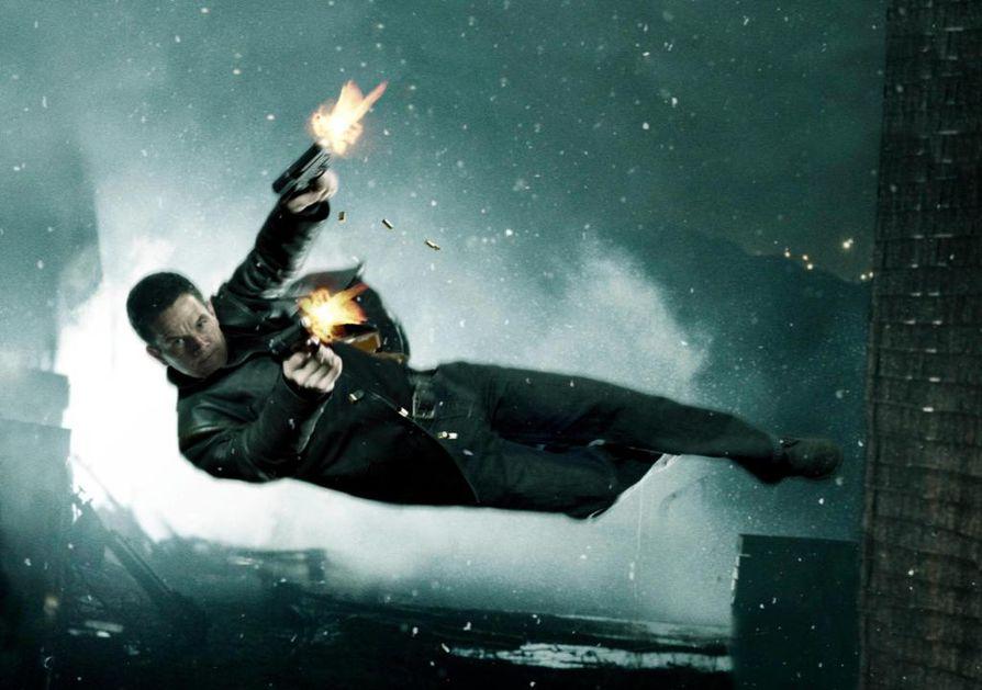 Mark Wahlberg on nimiroolissa videopeliin perustuvassa Max Payne -elokuvassa. Poliisi Payne lähtee kostamaan perheensa surmaa.