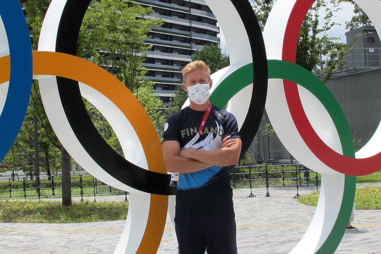 """Tienpätkä Hiukkavaarassa on tullut Topi Raitaselle tutuksi, kun hän on edennyt Janne Ukonmaanahon valmennuksessa Tokion olympiafinaaliin: """"Topi on elämänsä parhaassa kunnossa"""""""