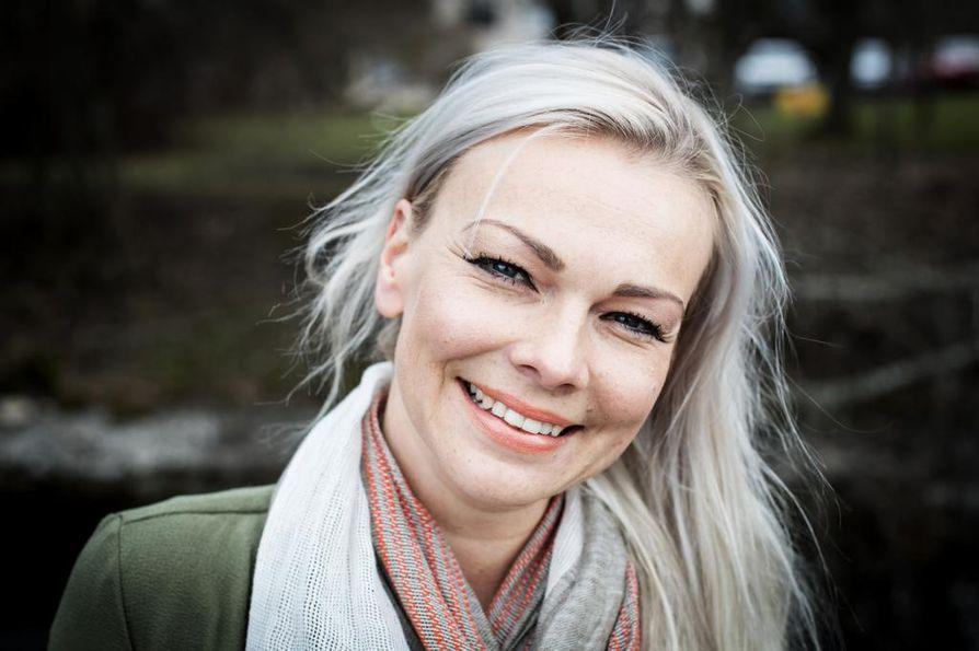 Marisa Kainulainen on opetellut luopumaan ylisuorittamisesta myös siksi, ettei tahtomattaan välitä samaa mallia lapselleen.