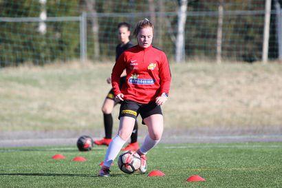 Lotta Iivonen tehtaili hattutempun FC Raahelle