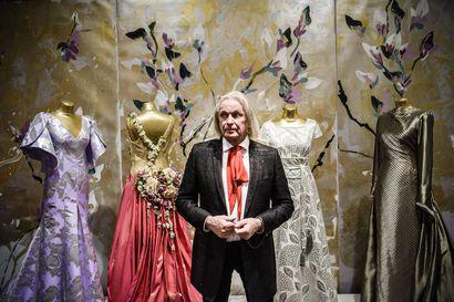 Asuja, joilla naiset on nostettu irti arjesta –Jukka Rintalan näyttelyssä glamour tulee kaikkien ulottuville