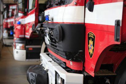 Sohvasta alkanut tulipalo tuhosi omakotitaloa yöllä Pulkkilassa –asukas heräsi ajoissa savun hajuun