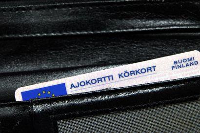 Suomen teillä kurvailee tuhansia alaikäisiä autoilijoita – 12000 alle 18-vuotiasta sai viime vuonna poikkeusluvan, ja tuhansia hakemuksia on jonossa