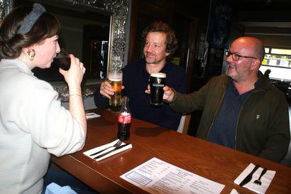Kaljanjanoisella on 105 minuuttia aikaa, mutta vain jos ruokailee – Irlannin pubit avautuivat uusilla säännöillä