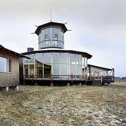 Liminganlahden luontokeskukseen uusi luontopolku ja hotelli – räystäspääskyille
