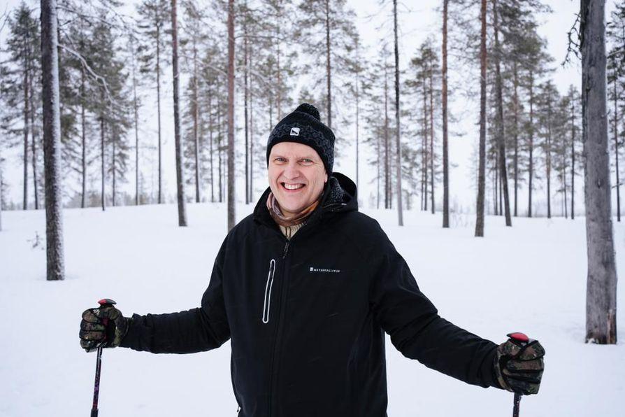 Metsähallituksen toimitusjohtaja Juha S. Niemelä katsoo, että metsien hiilinielukeskustelua leimaa poliittinen tarkoitushakuisuus. Valtion metsien avohakkuista luovutaan, jos eduskunta niin päättää.
