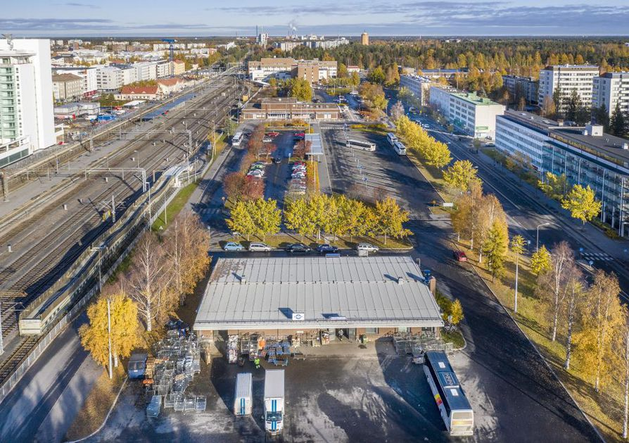 Asemanseudun pitkä ja kapea alue järjestyy uusiksi valtion ja Oulun kaupungin hankkeen avulla. Alueelle noussee kerrostaloja, asemakeskus ja monitoimiareena.