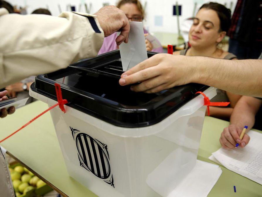 Kataloniassa järjestetään sunnuntaina äänestys itsenäisyydestä.