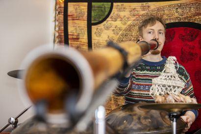 Didgeridoo pärisee ja kampiliira raikaa, kun oululaisen Talent-osallistujan Julius Rantalan yhden miehen orkesteri esiintyy