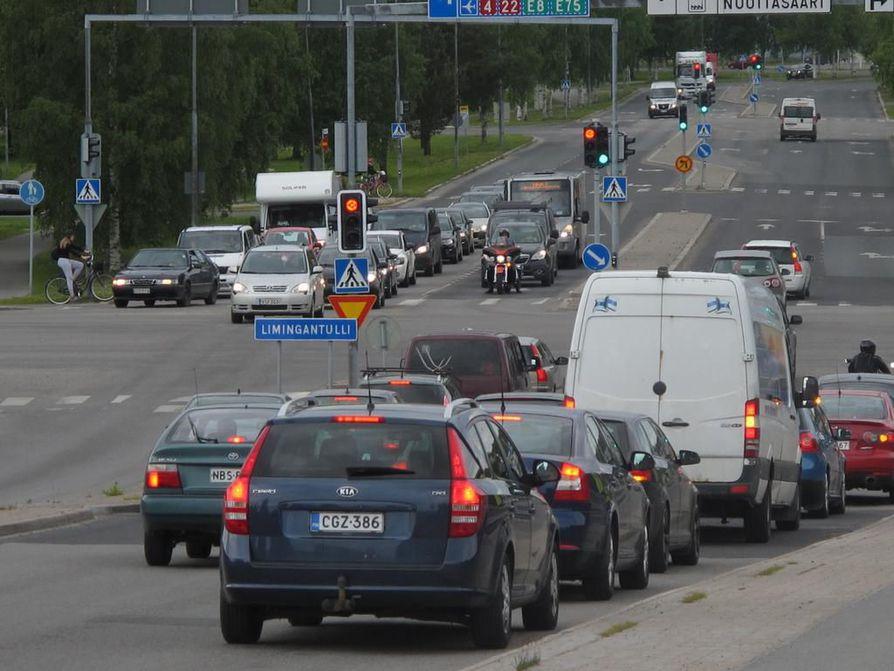 Puheenaihe: Pitääkö yksityisautoilua vähentää Suomessa? | Oulu | Kaleva.fi