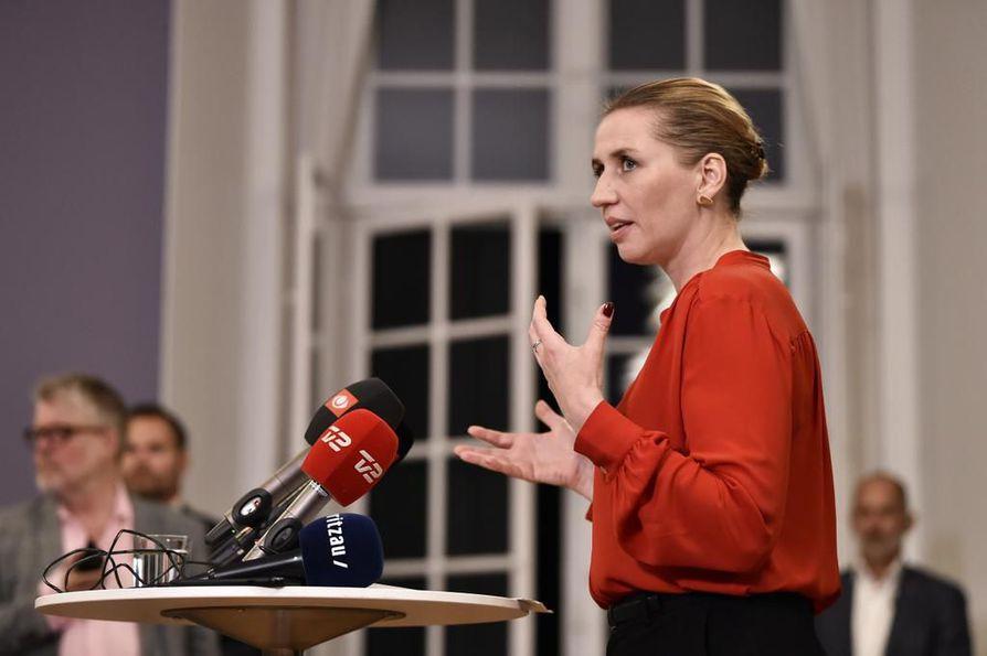 Sosiaalidemokraattien johtaja Mette Frederiksen kertoi medialle Tanskan hallituksen syntyneen tiedotustilaisuudessa vähän puolenyön jälkeen.