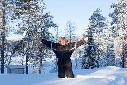"""Tamperelainen maailmanmatkaaja Jyrki Peltola osti vuosia sitten Posiolta tontin – nyt  hän alkaa rakentaa sinne sähkötöntä kotia: """"Täällä ei tarvita jääkaappia"""""""