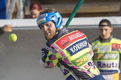 """Kempeleen Kirille täydet pisteet Vaasan jalkapallostadionilta, Matti Korhonen pamautti pallon autojen sekaan – """"Se oli ainoa läpilyönnin paikka"""""""