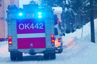 Tulipalo omakotitalossa Pudasjärven Riepulassa – poliisipartio sammutti palon