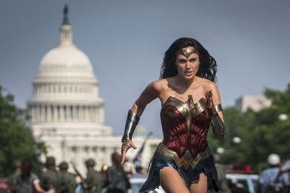 Wonder Woman 1984 on kuin nykyajan vastine vanhoille Teräsmies-elokuville: supersankariviihdettä 1980-luvun hengessä