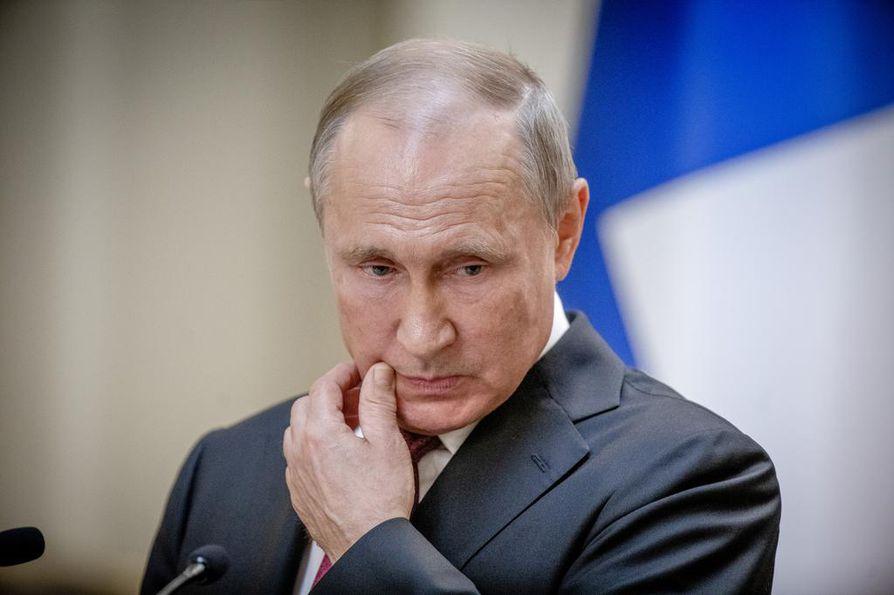 Venäjän ja Yhdysvaltojen välisissä suhteissa on herännyt kysymys kilpavarustelusta. Venäjän presidentti Vladimir Putin ilmoitti Helsingissä keskiviikkona, että Venäjä aikoo tehdä ohjusvarautumisessa vastaavantasoisia toimia kuin Yhdysvallat.