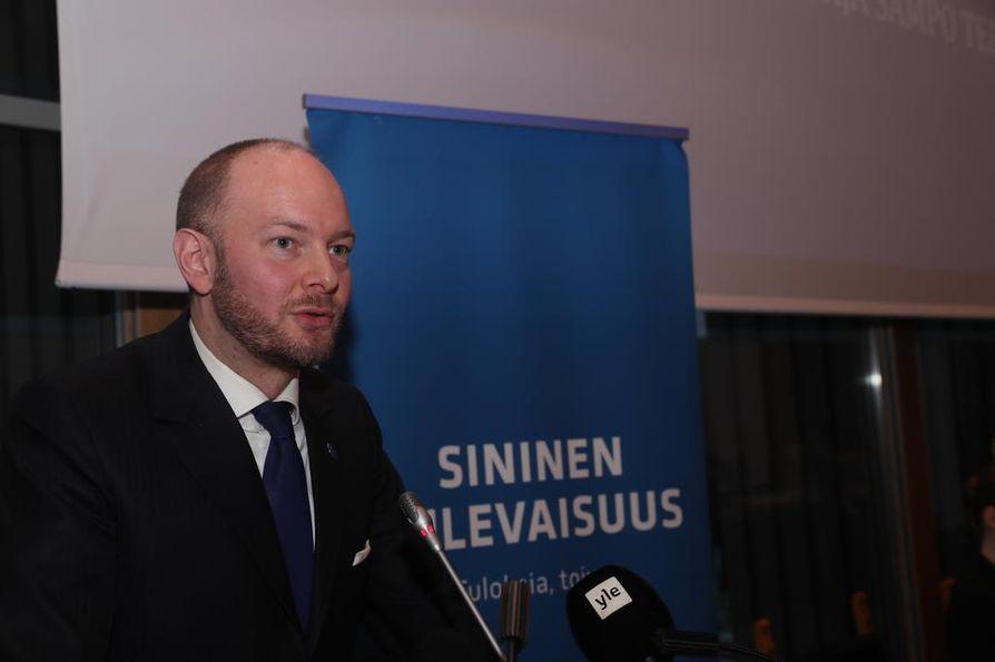 Ministeri Sampo Terho valittiin lauantain Sinisen tulevaisuuden puheenjohtajaksi.