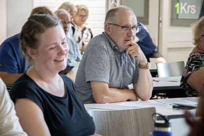Siikajoella keskusta jakoi nuijat ja paikat – Riitta-Liisa Salmenkangas ja Kauko Lehto johtopalleille