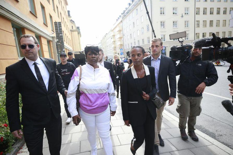 ASAP Rockyn äiti Renee Black saapui tiistaina Tukholmassa seuraamaan oikeudenkäyntiä, jossa hänen poikansa on syytettynä pahoinpitelystä.