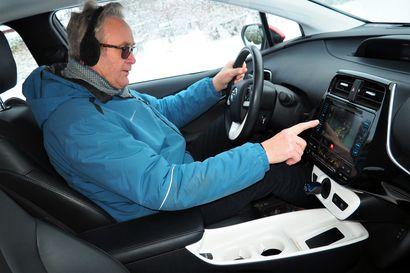 Jussi Pihlava saavutti selviä säästöjä polttoainelaskussa hybridiautolla ja jakaa nyt vinkkinsä muillekin
