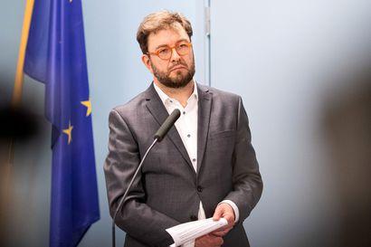 Liikenneministeri Timo Harakka esittää Skopjen lentojen väliaikaista lopettamista – Pohjois-Makedoniasta saapuneiden lentojen massatestauksissa todettu jo 43 koronatartuntaa