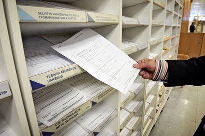 Kelan selvitys: Työttömyysturvasta vajaa kolmannes maksetaan maahanmuuttajille