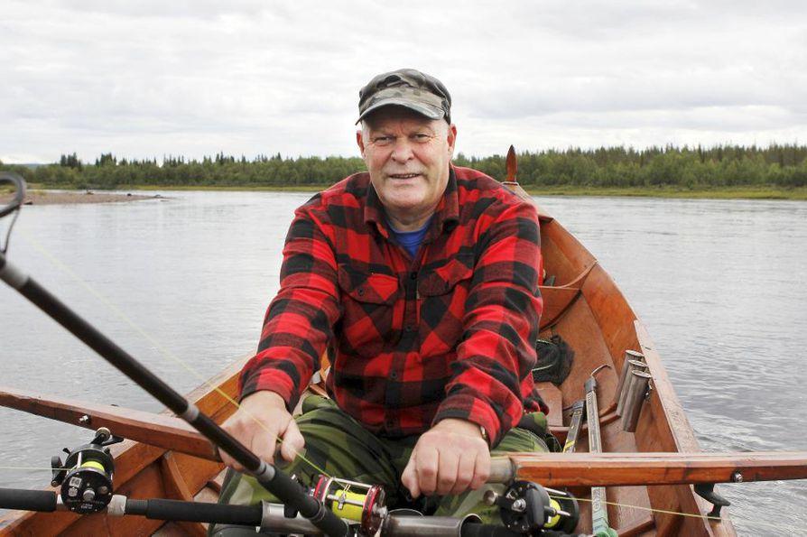 Raimo Johansson on saanut kesän aikana kuusi lohta.