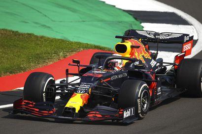 Verstappen kaasutteli Britannian gp:ssä Red Bullin kauden avausvoittoon – paalupaikalta lähtenyt Bottas jäi rengasruletissa kolmanneksi