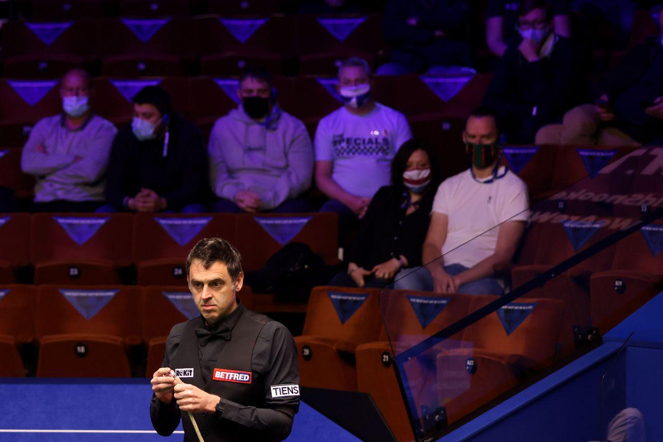"""Yleisö palasi Crucible-teatteriin seuraamaan snookerin MM-kisoja, mutta Ronnie O'Sullivan ei ole vakuuttunut – """"Kunhan yleisö ei lähentele pelaajia"""""""