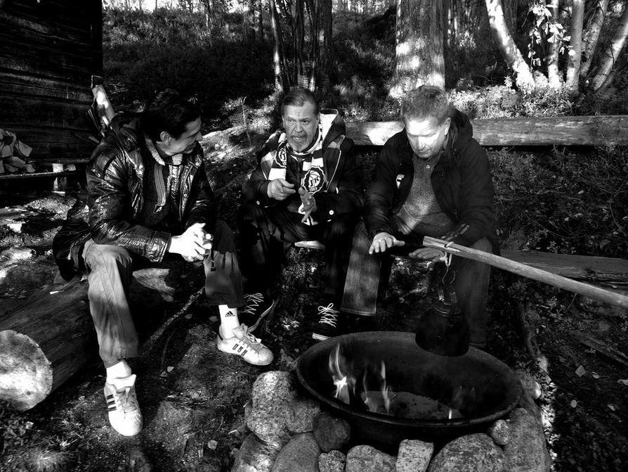 Loiri-nuotiolla oli Loirin keskustelu-ohjelma televisiolle. Vieraana kävivät muun muassa Jari Litmanen ja Sauli Niinistö.