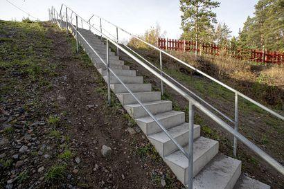 Kuntoportaiden mitoitus ihan villi länsi - Raahen kuntoportaat eivät täyttäisi rakennuksen ulkoportaiden turvallisuusvaatimuksia