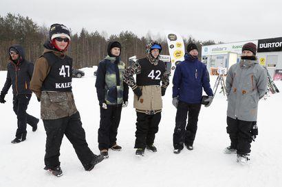 Lumituisku haastoi laskijoita Oulun Ruskotunturilla − katso kuvia Big Air -kisasta