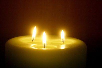 Kestilässä kolarissa menehtyneiden muistoa kunnioitetaan – Vaalassa ja Siikalatvalla suruliputetaan tiistaina