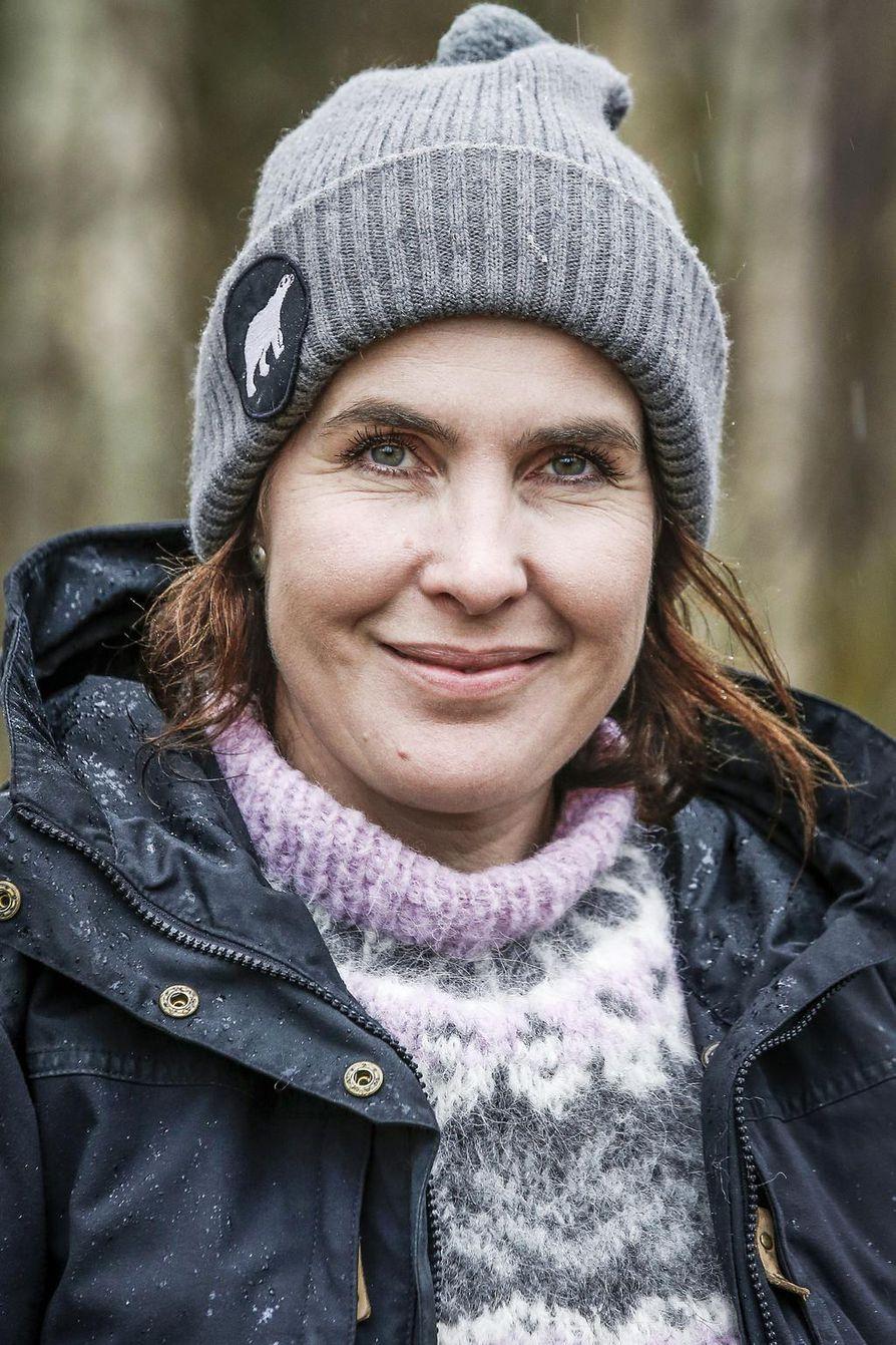 Riitta Ahmasalo on syntyjään rovaniemeläinen, mutta lapsuuden kesät hän vietti Tornion Matkakoskella.