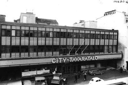 Vanhat kuvat: City-tavaratalo, Anttila, Centrum ja Kela – muistatko nämä tavaratalot ja marketit Oulussa?