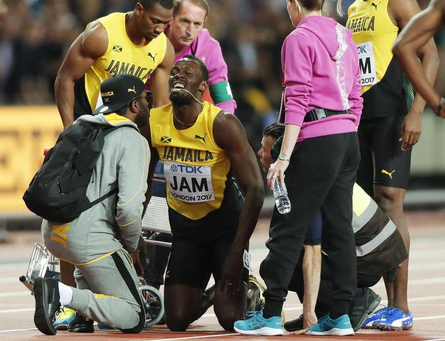 Bolt juoksi myöhään lauantaina Jamaikan viestiankkurina 4x100 metrillä, mutta loukkasi jalkansa kesken matkan.