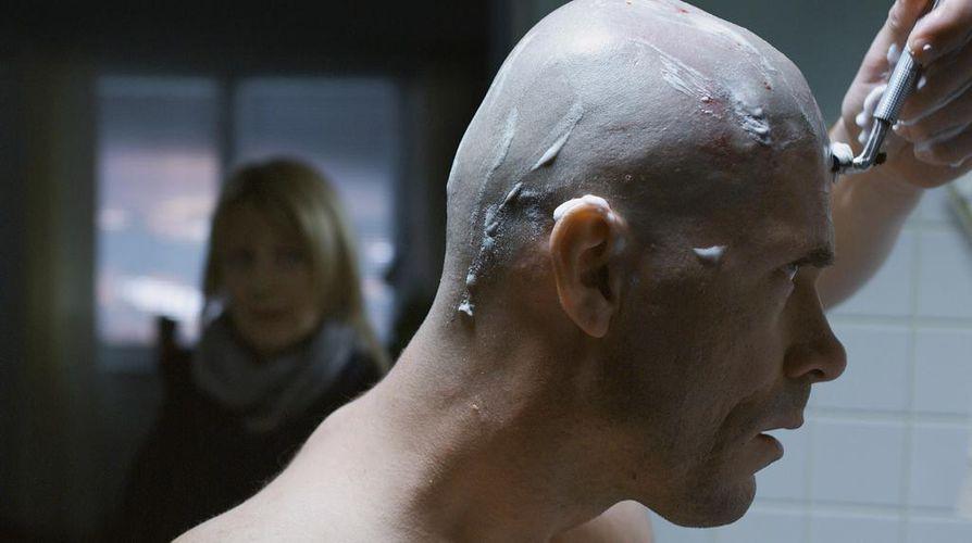 Riittämättömyyden tunne vie Kain (Tommi Korpela) masennukseen Jäät-elokuvassa.