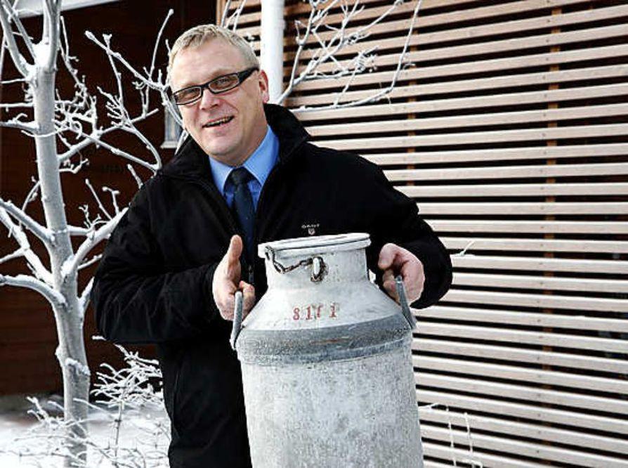 Janne Jääskeläinen uskoo, että jos kuluttajat jättäisivät ulkomaiset maitotuotteet kaupan hyllylle, eivät kauppiaatkaan tilaisi niitä.