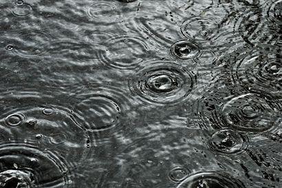 Viimein hieman viilenee, mutta hellelukemia on silti luvassa loppuviikon – tänään iltapäivällä Koillismaalla sataa ja ukkostaa