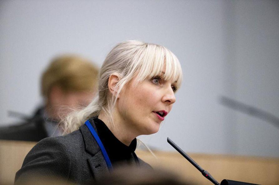 Laura Huhtasaaren (ps.) gradu hyväksyttiin vuonna 2003.