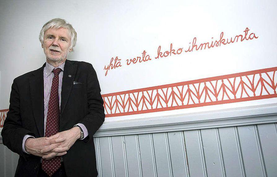 """Maananmuuttoyhteiskunta: """"Muualta ovat suomalaisten esi-isätkin aikanaan näille asuttamattomille erämaille päätyneet, eivätkä kaikki sen jälkeen ole tyytyneet täällä tarjolla olleisiin oloihin"""", sanoo kansanedustaja Erkki Tuomioja."""